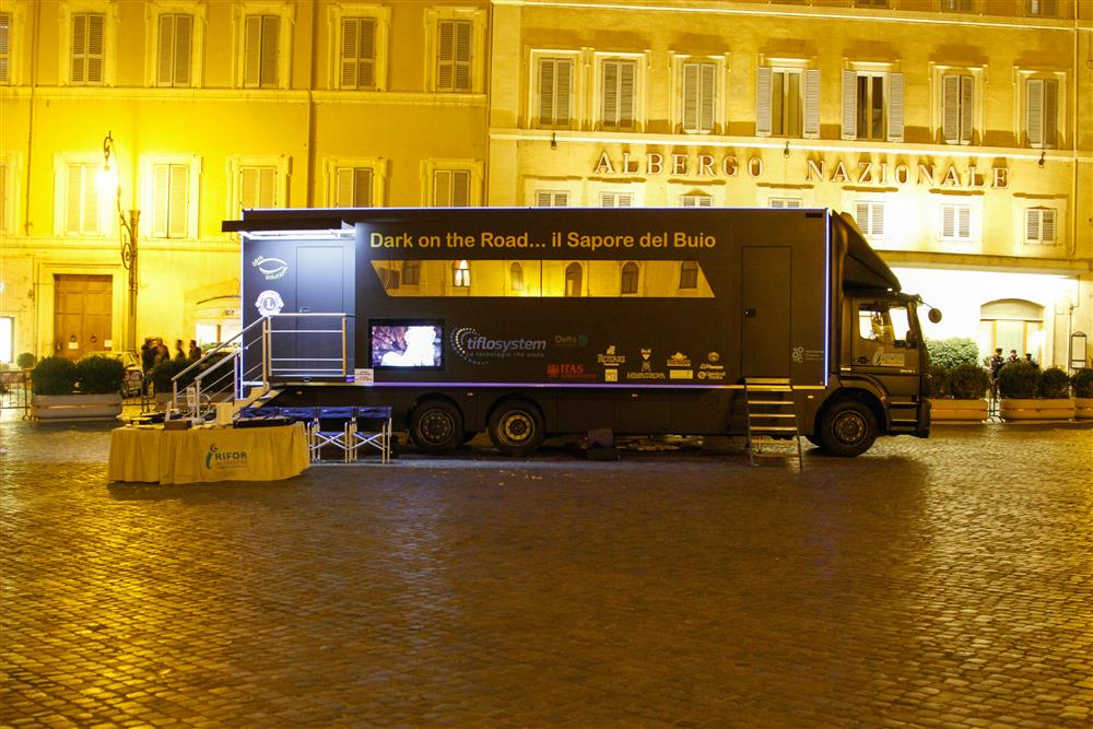 Dark on the Road Tiflosystem, si presenta anche nella capitale, in Piazza Montecitorio.